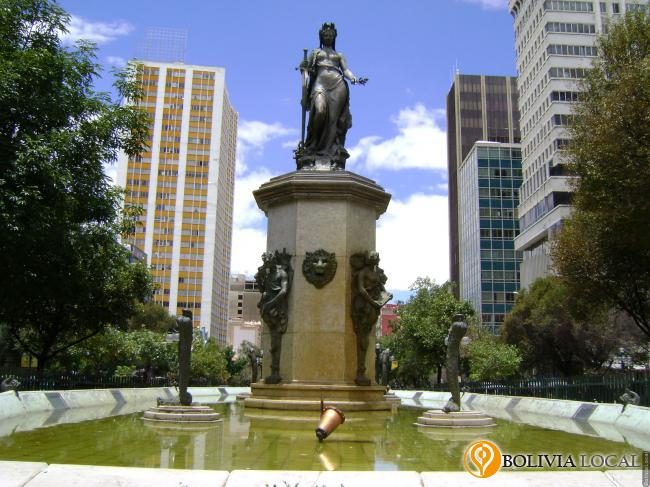 Paseo El Prado .: La Paz, Bolivia / Plazas, parques y miradores / Zona Central